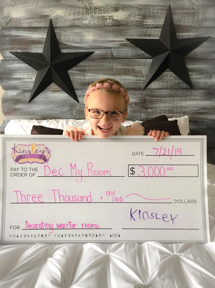 Kinsley with a $3000 check